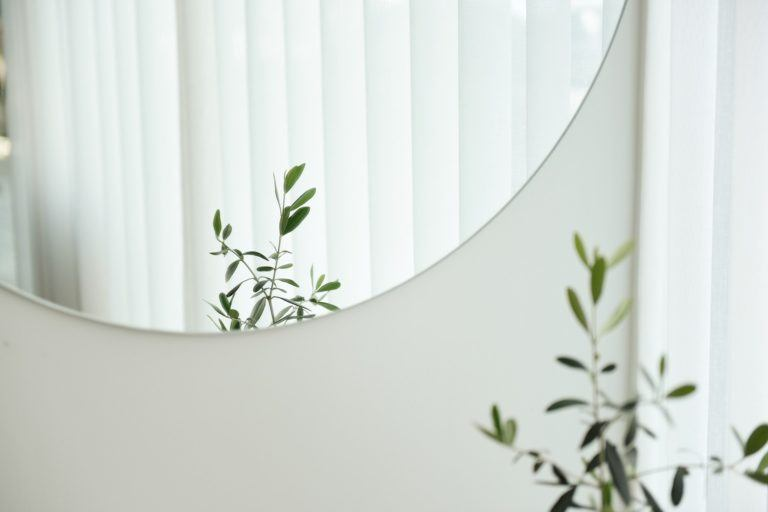3 ways made to measure mirrors can enhance the look of your home